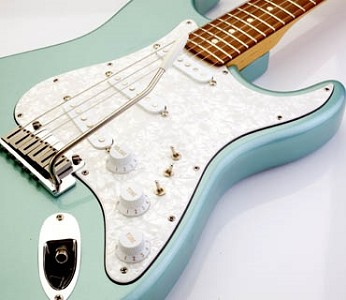 White Mother of Pearl Superstrat® Pickguard SSS, for Strat®